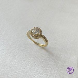 ♈️ Vergoldeter Ring mit rundem weißem Topas