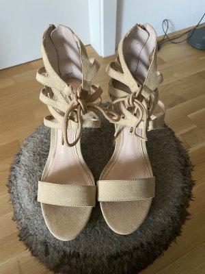 Verkaufe Buffalo Sandaletten in beige neu