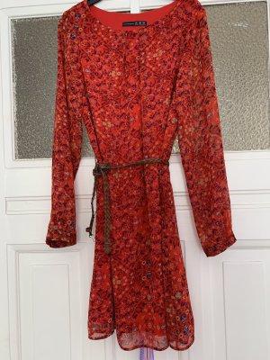 Verkaufe ein rotes Kleid