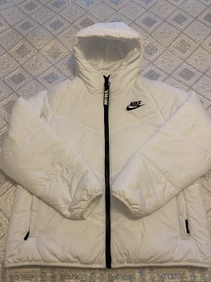 Verkaufe eine neue Nike Jacke