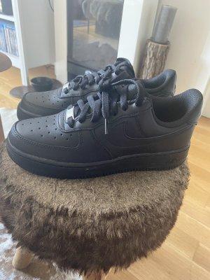 Verkaufe Nike Air Force One in schwarz neu