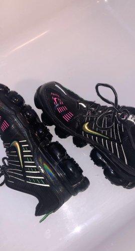 Verkaufe Nike vapormax! Sind wie neu nur 2 mal getragen.