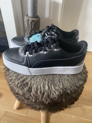 Verkaufe Puma Sneaker in schwarz neu