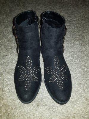Verkaufe Stiefeletten in schwarz mit goldenen Nieten Gr. 40 von ANNA FIELD einmal getragen