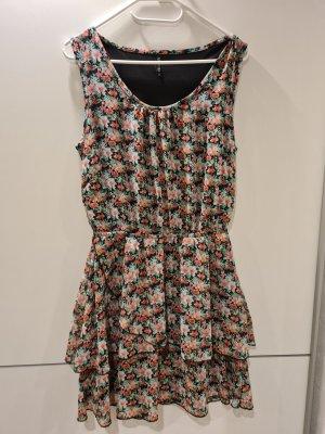 Verkaufe wunderschönes Nagelneues Frühlingshaftes Kleid.
