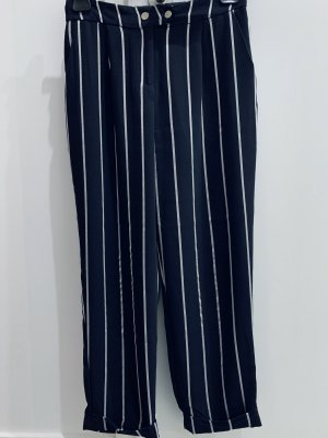 Verkürzte Straight-Cut Hose mit Streifen