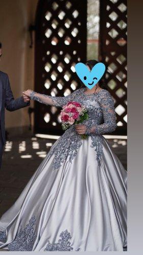Abito da sposa grigio chiaro