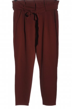 Vero Moda Pantalón de cintura alta rojo look casual