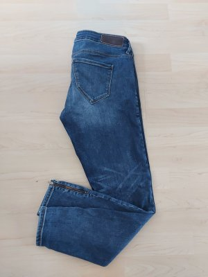 Vero Moda Jeansy o obcisłym kroju chabrowy