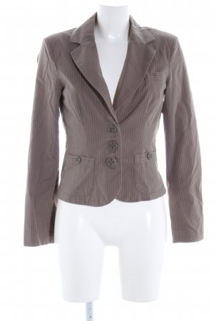 Vero Moda Kurz-Blazer braun Streifenmuster Street-Fashion-Look