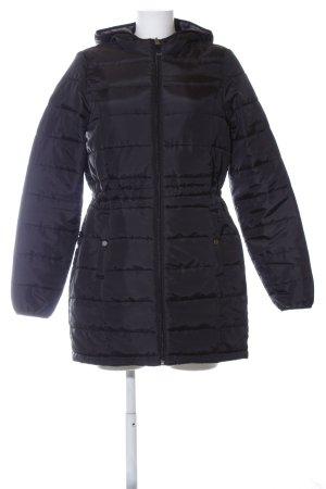 Vero Moda Abrigo acolchado negro look casual