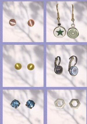 Verschiedene Ohrringe im Paket