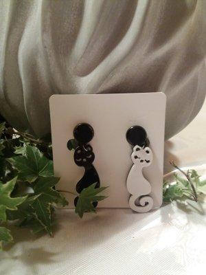 Earclip white-black