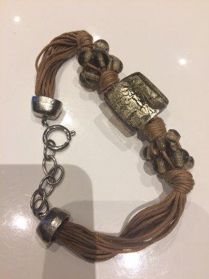 Verspieltes Armband mit Glasperlen