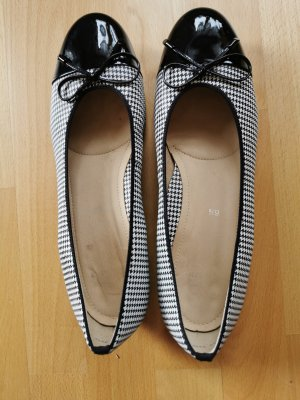 Via Milano Patent Leather Ballerinas white-black