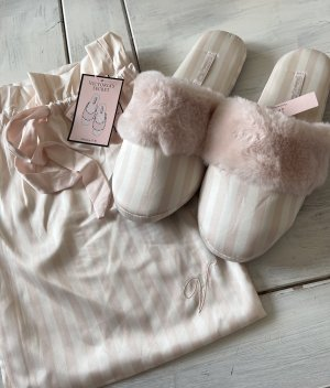 Victoria's Secret Scuffs pink