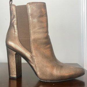 Vince Camuto Gold Leder Britsy Ankle Boots