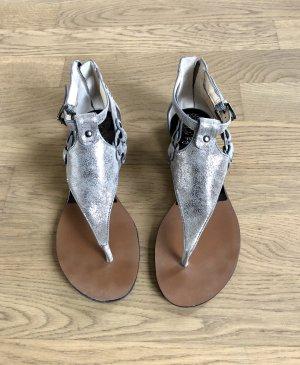 Vince Camuto Sandalo romano argento-grigio chiaro