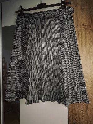 Jupe à plis noir-blanc acrylique