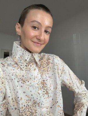 Vintage Bluse mit hohem Kragen und Blumenmuster