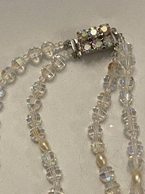 Zdobiony naszyjnik biały-srebrny
