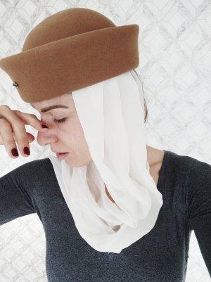Cappello di lana marrone chiaro