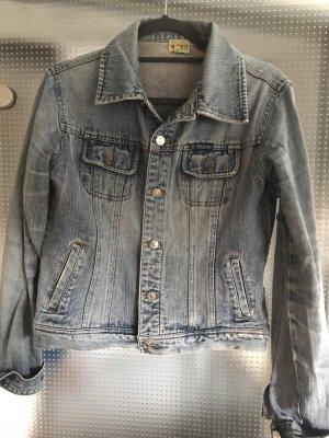 Anne L. Veste en jean bleu azur