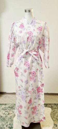 Vintage Kleid/ Weiß mit größen Blüten / angegebene Größe 50/ Geeignet für eine M - L