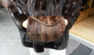 Gants en fourrure brun foncé