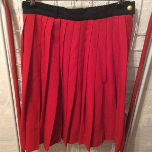 Falda plisada negro-rojo Viscosa