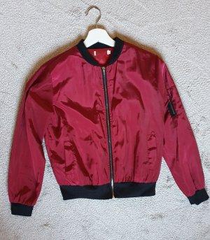 Vintage rote leichte Bomberjacke