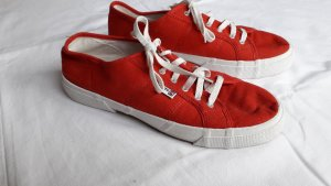 vintage rote Stoffschuhe