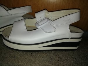 Cosmos Chic Wedge Sandals white-black leather
