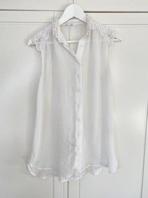 Vintage weiße Bluse mit Stickmuster an den Schultern und dem Kragen