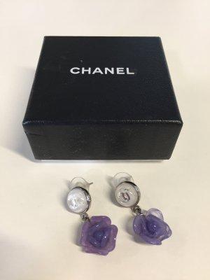 Violette CHANEL Kamelien-Ohrringe
