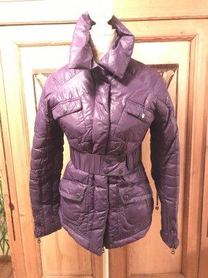 violette Jacke mit Gürtel
