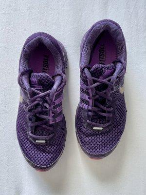 Violette Nike Sportschuhe