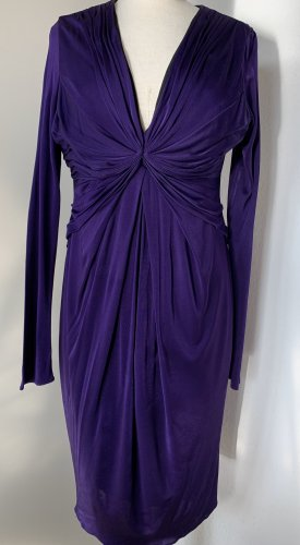 Violettes Kleid mit Raffungen