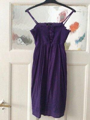 Violettes Trägerkleid mit Lurexstreifen