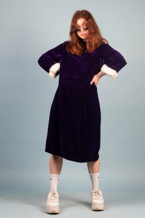 Violettes Velvet Kleid mit Plüschärmeln in XL