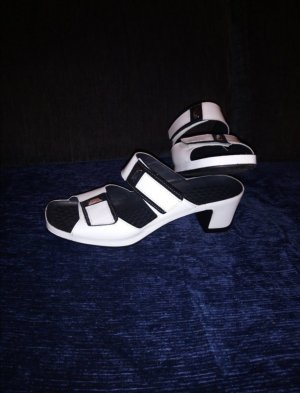 Sandalias con tacón blanco-negro Cuero