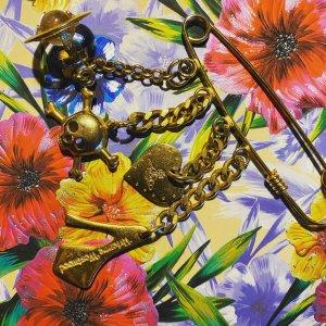 Vivienne Westwood Brosche
