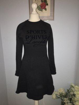 Völlig neues warmes Lacoste-Kleid
