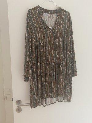 Volant Kleid mit tollem Sitz one size neu mit Etikett