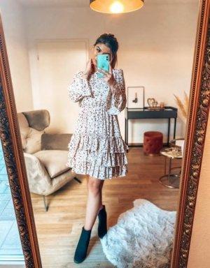 Boutique Comtesse Sukienka z falbanami kremowy