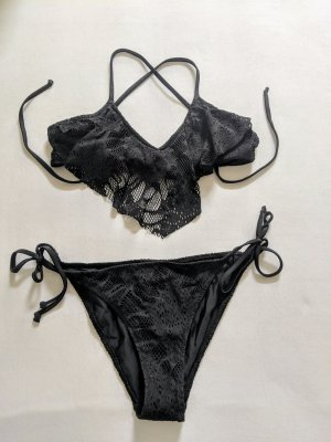 Volants Triangel Bikini mit Lochstickerei