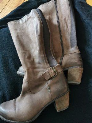 Wadenhohe Leder Stiefel mit Blockabsatz