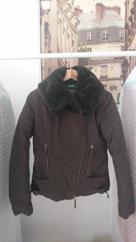 Warm im Winter: Daunenjacke in Mokka