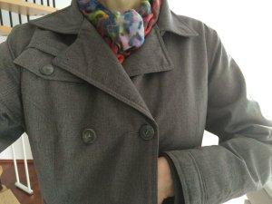 Warm und chic: Funktionsjacke im Trenchcoat-Look