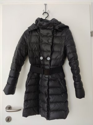 Warme Daunenjacke in matt glänzend schwarz